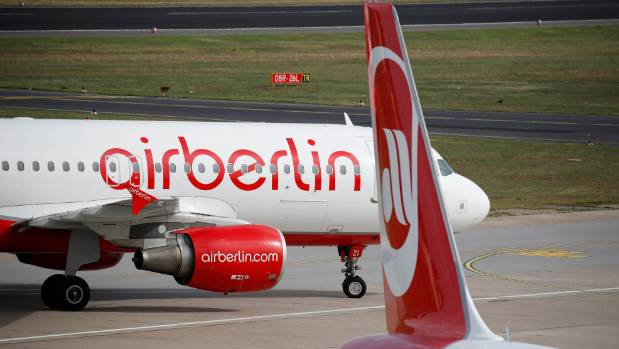 Pilots ground Air Berlin flights as bid deadline nears