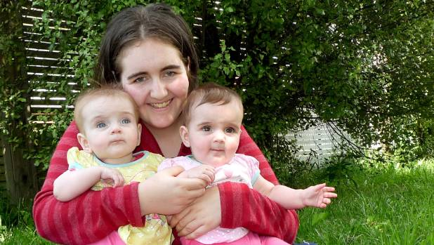 Tracey Harris and her twin daughters Kaylee and Alexis in 2013.