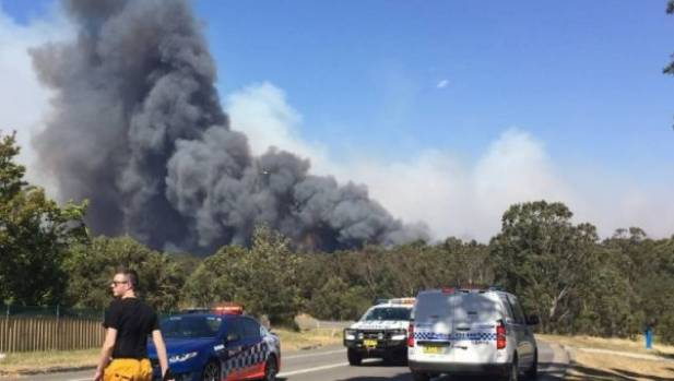 The bushfire broke out as the temperature topped 30 degrees.