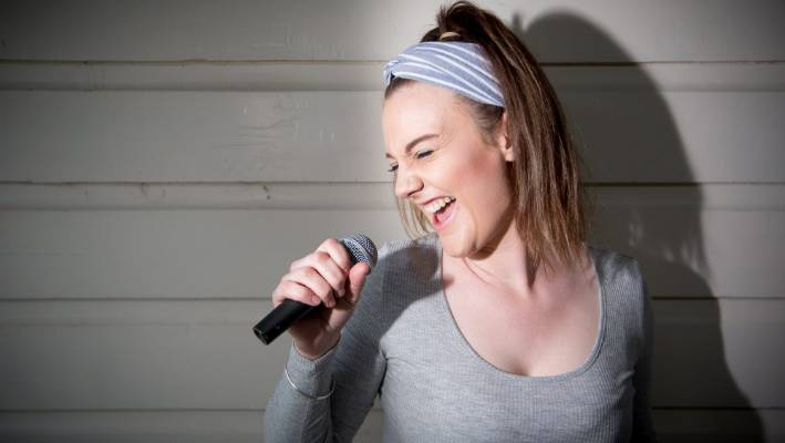 Cambridge singer/songwriter Saxi (Anna Saxton) is off to LA to work with mentors who have produced some of the music industry's biggest names.