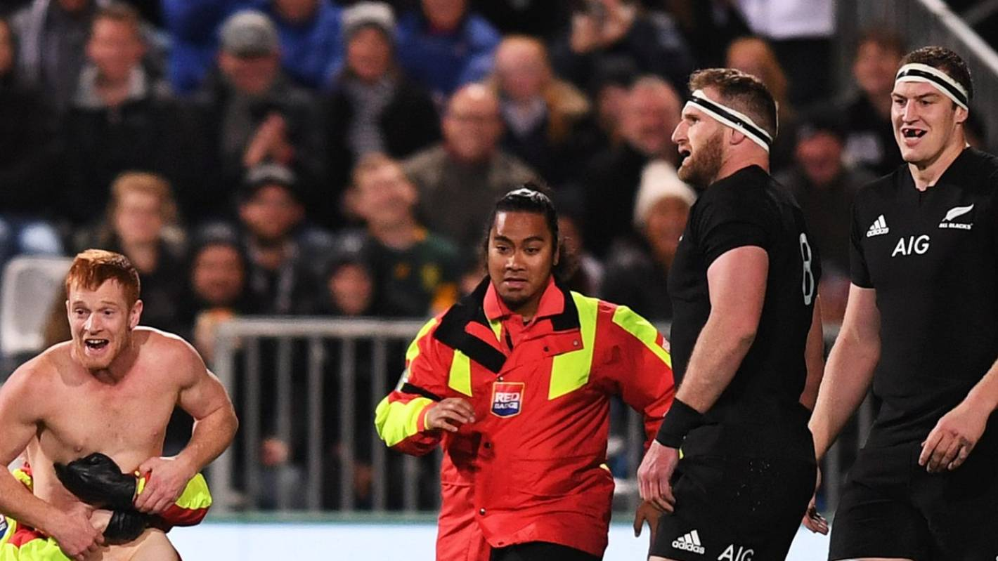 Streaker on tackle: Good hit, eh? | Otago Daily Times