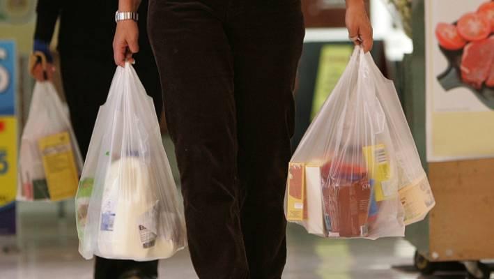 Германија планира целосно да ги забрани пластичните кеси