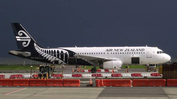 Man charged over plane passenger threat
