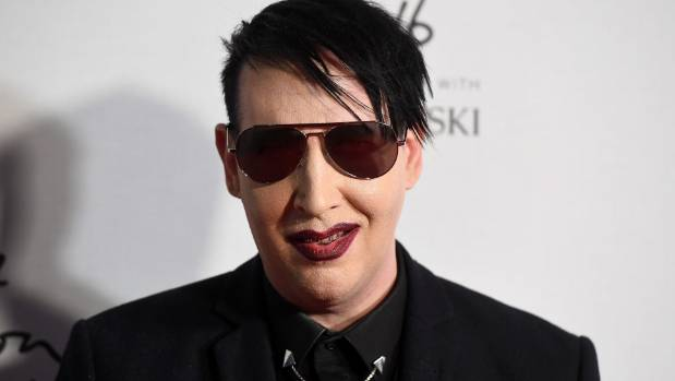 Collapsing stage prop injures U.S.  rocker Marilyn Manson
