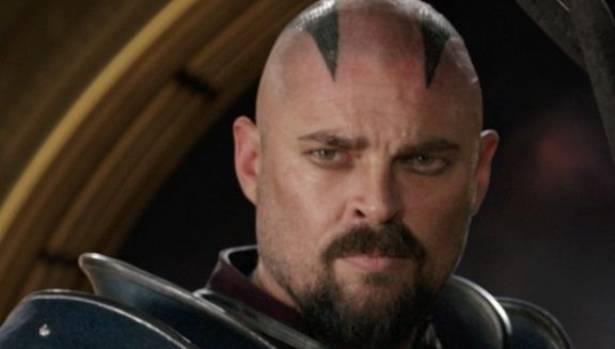 Karl Urban spots a new haircut in Thor: Ragnarok.