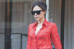 Victoria Beckham shows us the right way to do casual chic.