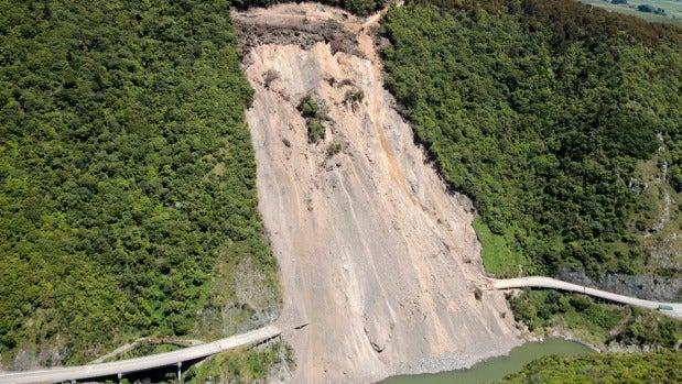 A big slip came down in the Manawatū Gorge in 2011.