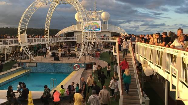 Amalgamated Bank Acquires 7470 Shares of Royal Caribbean Cruises Ltd. (NYSE:RCL)