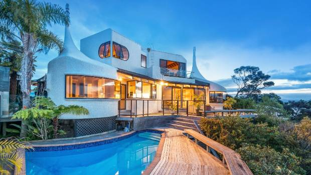 Iconic Ian Burrow \'teardrop\' house on the waterfront up for sale ...