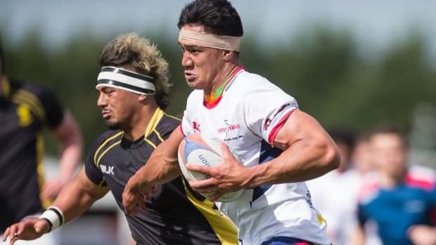Tasman lock Mike Curry charges into Wellington territory.