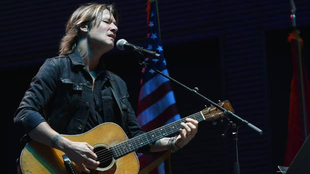 Keith Urban performs moving tribute to Las Vegas shooting victims