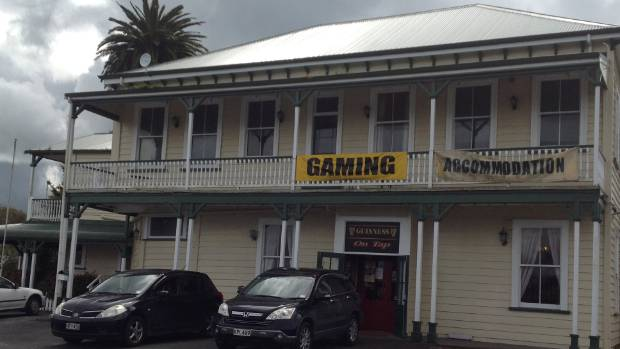 Built in 1904, the old-school Rangiriri Hotel draws locals and travellers.