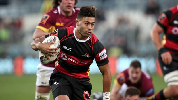 Canterbury No 10 Richie Mo'unga makes a break against Southland.