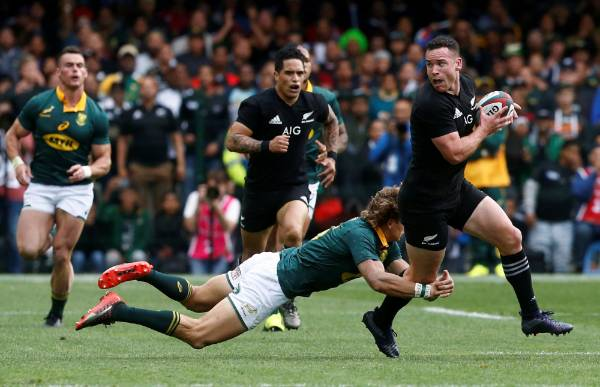 De Allende sent off as All Blacks edge South Africa