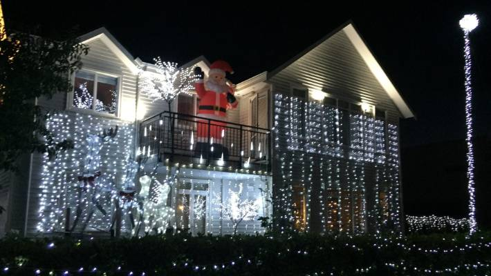 some locals in the south auckland suburb of karaka lakes near papakura go all - How To Make A Christmas Light Show