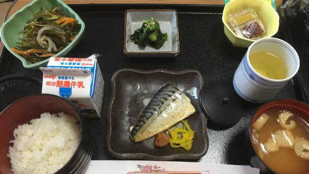 Mackerel, fermented soybeans, spinach salad, and miso soup.
