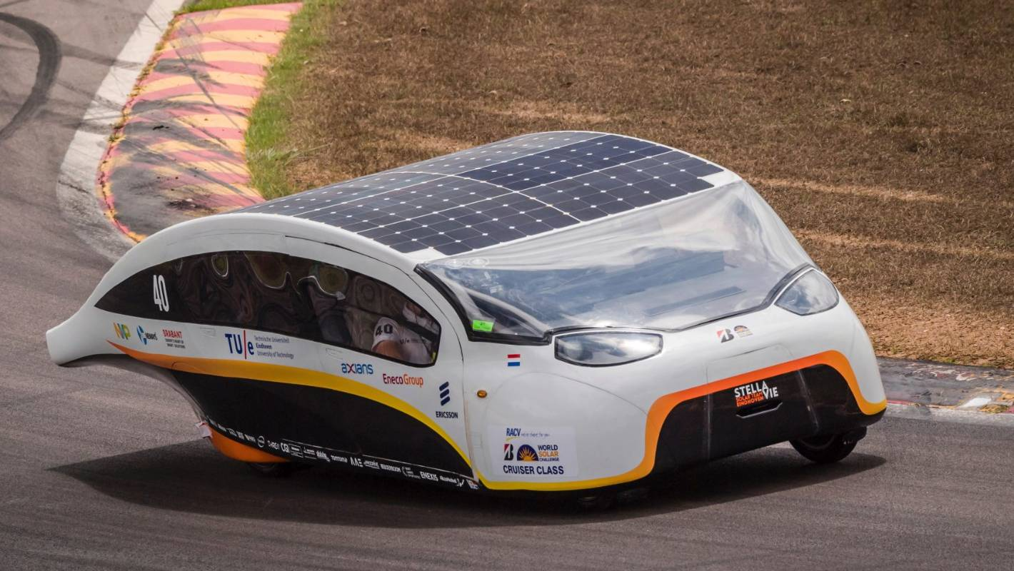 World Solar Challenge In Pictures Stuffconz Amazing The World S First Solar Powered Family Car Solar Team Eindhoven