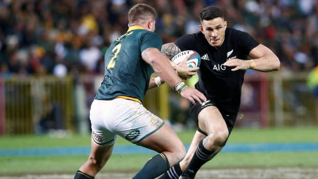 South Africa's Malcolm Marx lines up Sonny Bill Williams.