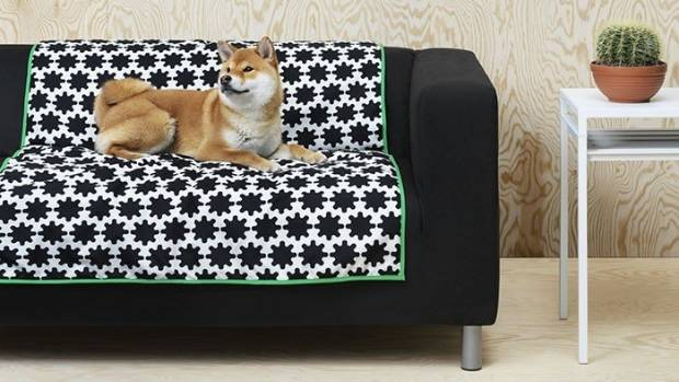 The Lurvig dog blanket is available to purchase for US$19.99 (NZ$28.25).