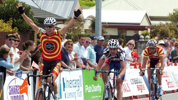 Greg Henderson wins a stage of the Tour of Southland in 2004 from Hayden Roulston and Scott Guyton.