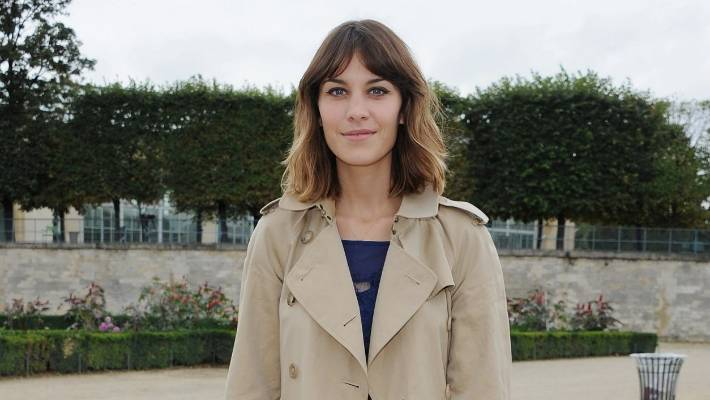 4246a120dc30 Alexa Chung knows a classic trench will never go out of fashion.