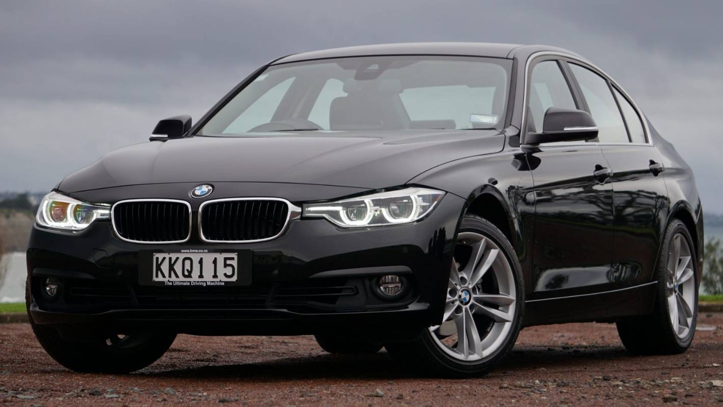 why the bmw 318i is our top family car of 2017. Black Bedroom Furniture Sets. Home Design Ideas