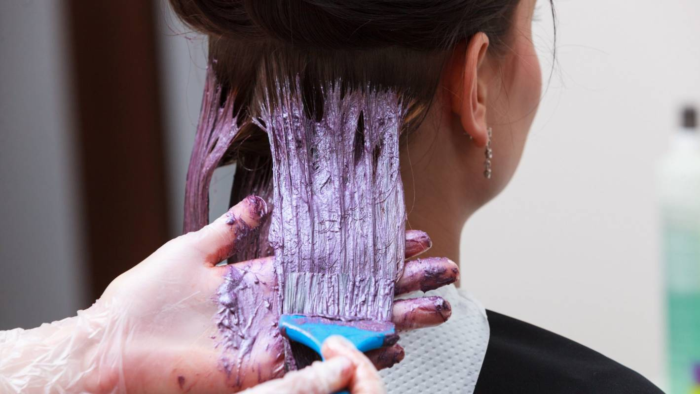 hair dying How to dye hair with jello how to dye hair with jello by shaunta alburger everyone knows that jell-o™ is a fun jiggly food that comes in lots of bright colors you also can use the powder in the little boxes to dye your hair those same fun colors credit:.