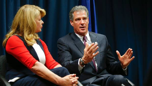Scott Brown Investigated For Calling Crowd Of Peace Corps Staffers 'Beautiful'