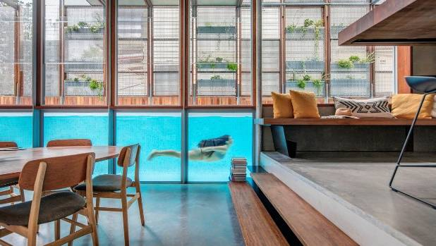 Amazing Sydney house has a living screen and see-through pool ...