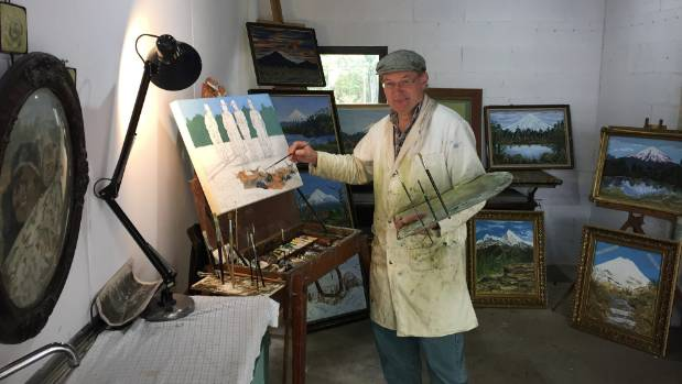 Artist Lindsay Maindonald has set up a studio at Te Popo gardens as part of the Taranaki garden spectacular