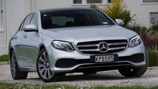 Mercedes-Benz led the ranking of sales of coupes and convertibles