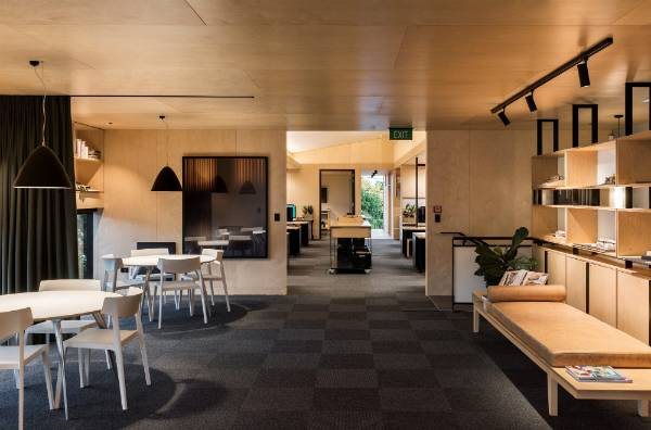 Architect 39 s own house wins 2017 nzia housing award stuff for Award winning office interiors