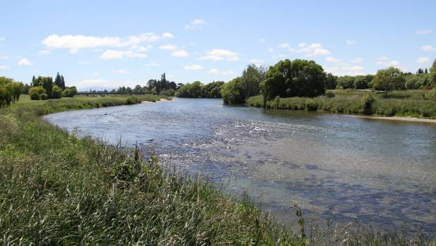 Three people hospitalised after swimming in Mataura River