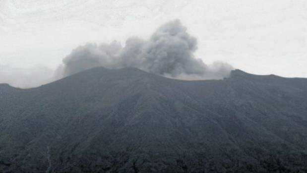 A grey plume began coming out from Mount Agung on Tuesday afternoon