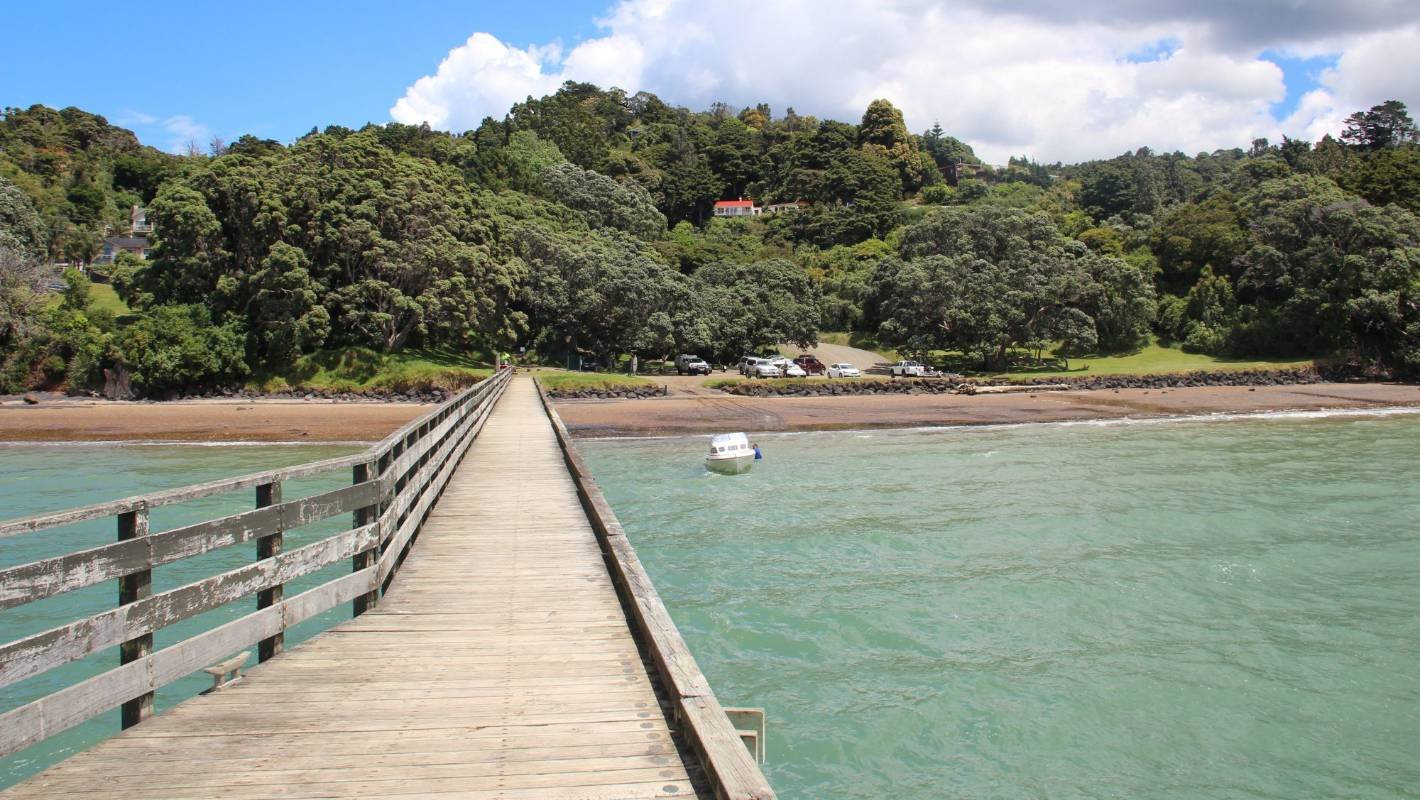 Canadian TV series The Sounds films at secluded West Auckland beach