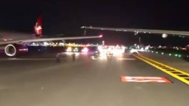 Two planes clip wings on taxiway at NY  airport