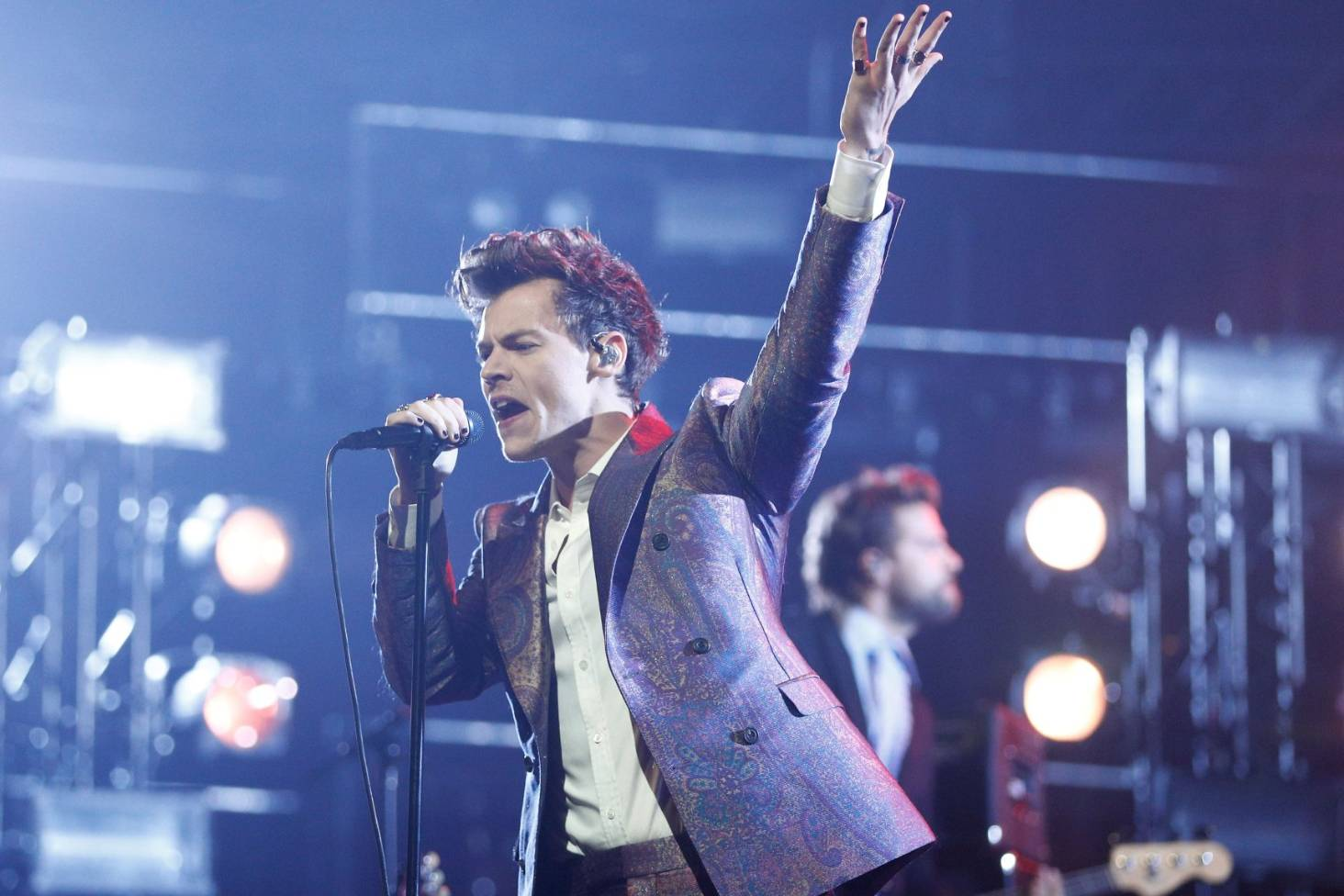 Harry Styles: Fans defy venue rules and start queuing early | Stuff