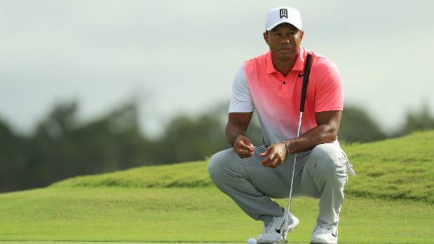 Tiger Woods briefly takes lead, in contention at Hero World Challenge