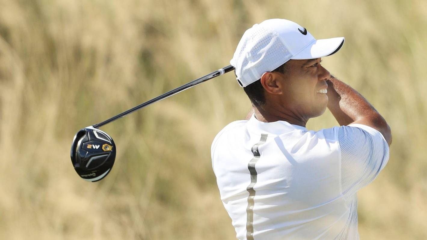 tiger woods soars to challenge leaders at albany  bahamas