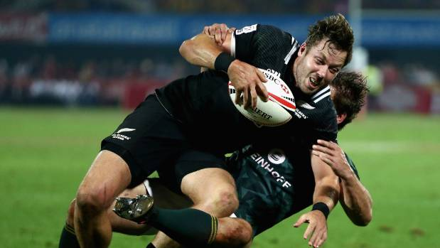 Tim Mikkelson of New Zealand is tackled by Kwagga Smith of South Africa in the Dubai Sevens final
