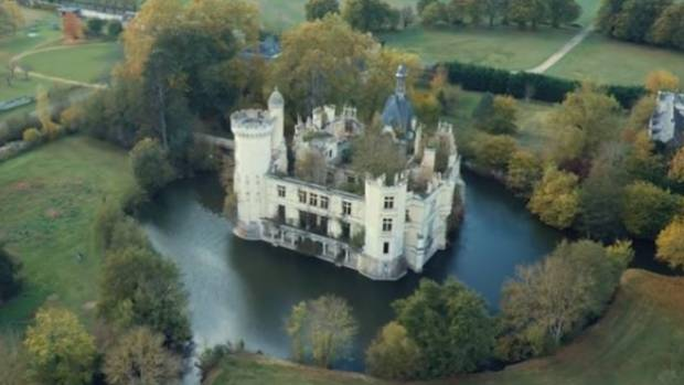 6500 internet users bought a fairytale castle!