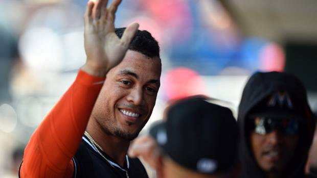 Giancarlo Stanton waives no-trade clause to complete Yankees deal