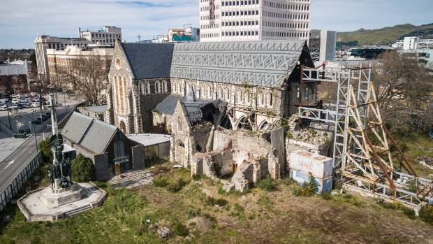 The restoration of the cathedral takes seven to ten years.