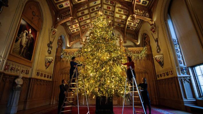 the queens 2017 christmas decorations are up at windsor castle and they are spectacular this - Queen Christmas Decorations