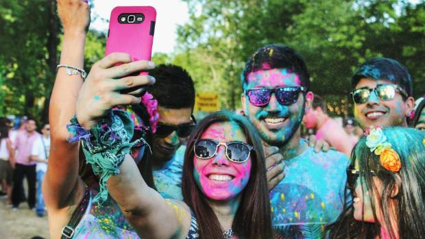Love clicking selfies? You might be suffering from 'selfitis'