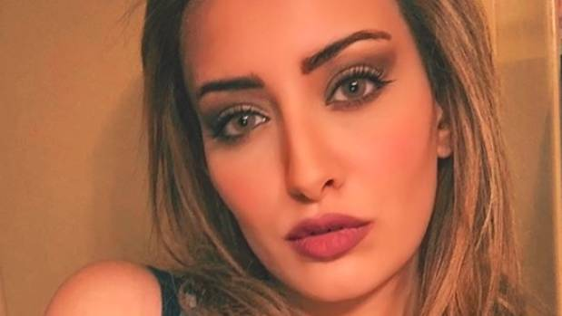 Miss Iraq Selfie With Miss Israel Reportedly Forces Her To Leave Country