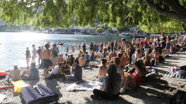 Rubbish Disappointing After Queenstown Beach Party For 1000 Orphans Stuff Co Nz
