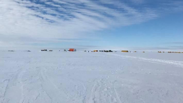 The vastness of Ross Ice Shelf.