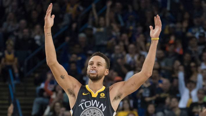 f87387e3965 Golden State Warriors guard Stephen Curry was in top form from beyond the  arc.
