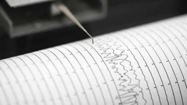 Powerful quake hits South Pacific island, small tsunami waves generated